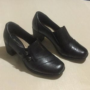 Thom McAn Flossie Black Leather Heels. NWOB